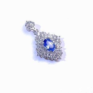 银蓝宝石项坠