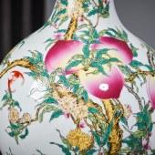 粉彩九桃堆花冬瓜瓶