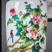 粉彩堆花芙蓉棋子瓶