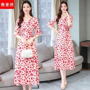 红色流行裙子a字印花v领收腰雪纺连衣裙女装夏季新款过膝长裙8956